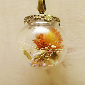 Live flowers terrarium necklace with pink quartz, glass jar pendant, aquarium pendant, dry flowers pendant,  dry flowers bouquet pendant