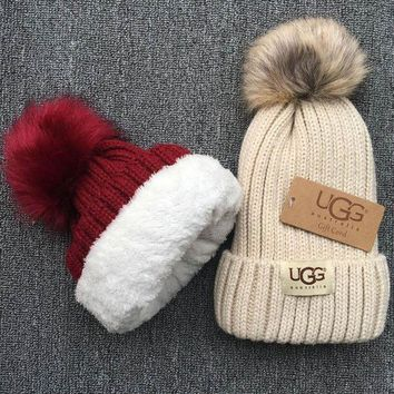 DCCKNQ2 UGG Knit And Pom Hat Cap1