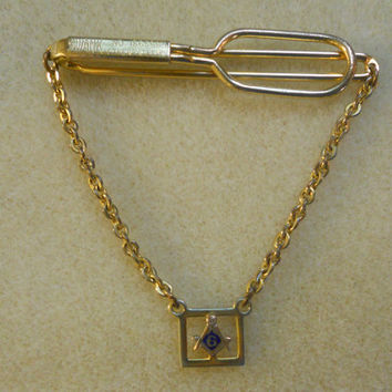 Masonic SWANK Tie Clip with Symbol on Chain, Gold tone ......Great Vintage Condition...