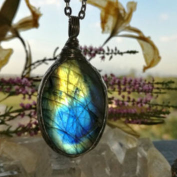 Splendid labradorite necklace, eco tin, dainty, blue fire, boho, green shine, unique jewelry by Bustani