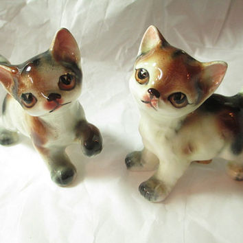 Vintage Kitch Pair Set of Kitty Cats Salt and Pepper Shakers Japan Older Tiger Brown Tabby