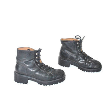 size 8.5 chunky PLATFORM combat boots / vintage early 90s GRUNGE lace up MILITARY style insulated goth ankle winter boots