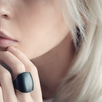 Nimb: A Smart Ring That Helps You Feel Safe And Sound