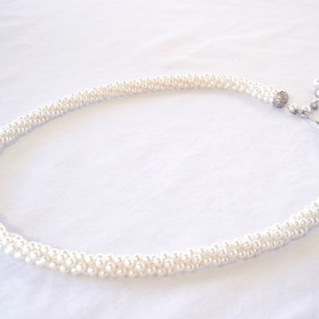 White Faux Pearl Rope Neckace With Adjustable Decorative Clasp, Beaded Shepherd's Hook, 70s Jewelry