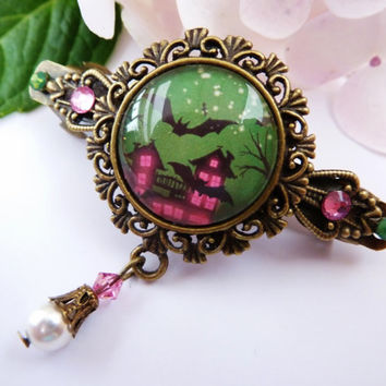 Small hair clip in bronze with bat, halloween hair clip, haunted house, fun hair clip, gothic hair clip, bronze barrette, green, pink
