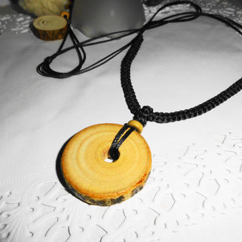 Wooden necklace, Natural wood pendant, Macrame and wood, Original gifts, Gifts for all, Handmade necklace, Modern necklace, Effective locket