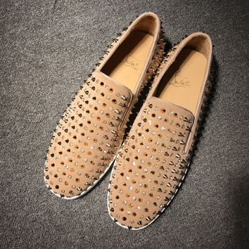 KUYOU Christian Louboutin red soles, classic rivets, Roller-Boat CL shoes of men and women in brown color