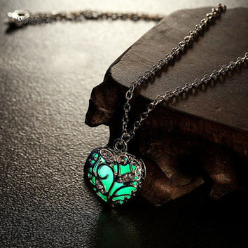 2016 Love Heart Hollow out Glow In Dark luminous Pendant Maxi Colier Necklace for Women Kids Sweet Noctilucent gift death note