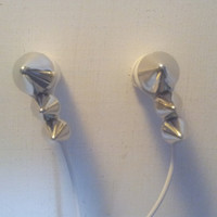 New  Silver Pyramid stud earbuds
