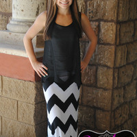 OFF THE GRID BLK/WHITE CHEVRON MAXI SKIRT