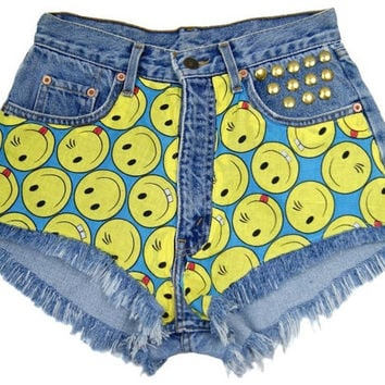 KEEP SMILING! High waisted denim shorts Levis waist patched patches jeans cut off theme patched S size 27 waist