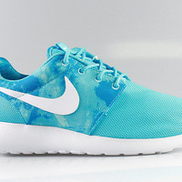 Nike Women's Roshe Run Print Clearwater White