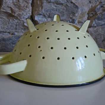 yellow enamel colander, vintage French country kitchen style