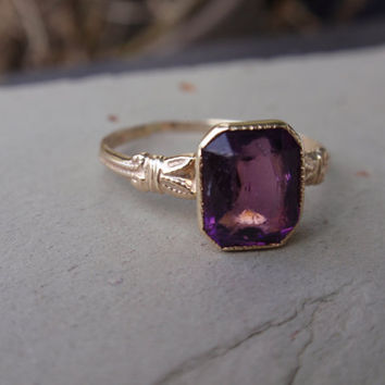 10k Art Deco Ladies Ring purple stone vintage