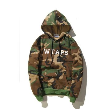 Autumn and winter couple new military wind WTAPS letter printed camouflage hooded plus cashmere sweater long - sleeved tide