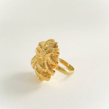 Vintage Knotted Rope Gold Ring, Large Ring, Button Ring, Vintage Button Ring, StatementRing, Spring Jewelry, Gold Jewelry