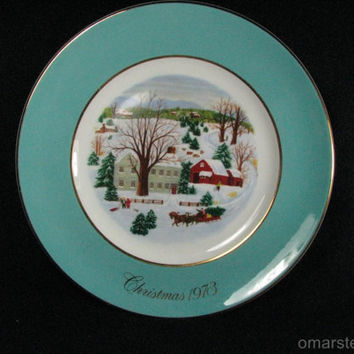 """Avon """"Christmas on the Farm"""" 1973 CHRISTMAS Collector Plate by Wedgwood"""