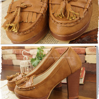 Adult retro chic fringe. Smart casual. Loafers elegant fabric of Cafe color and heel high, feminine. (Non-) Mori GA - Le