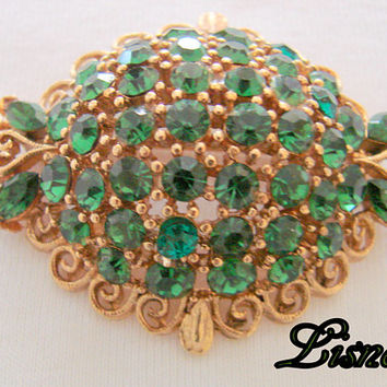1960s Lisner Green Rhinestone Domed Brooch / Textured Gold Tone / Designer Signed / Mid Century Vintage Jewelry / Jewellery