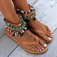 Fashionable women's sandals with zippers