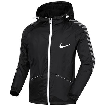 NIKE spring and autumn thin sports and leisure running men's hooded loose breathable windbreaker Black