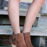 SZ 6 NOT RATED Flippin Fringe Tan Ankle Bootie