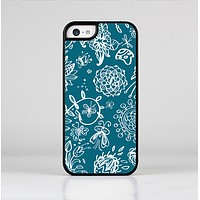 The Blue & White Floral Sketched Lace Patterns v21 Skin-Sert Case for the Apple iPhone 5c