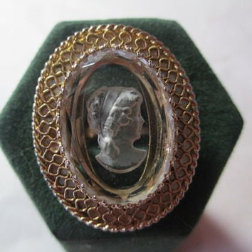 Vintage Signed Whiting and Davis Mesh Cameo Reverse Carved Clear Glass Large Ring Intricate Old Fashioned Stylish
