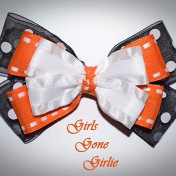 Halloween hair bow , baby Halloween , black and orange bow , toddler Halloween , Halloween boutique bow , double ruffle layered bow