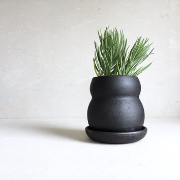 BLACK PLANTER with Tray, ceramics, ceramic, pottery, handmade, ceramicplanter, handmadeplanter, succulent, blackpot, plant pot, flower