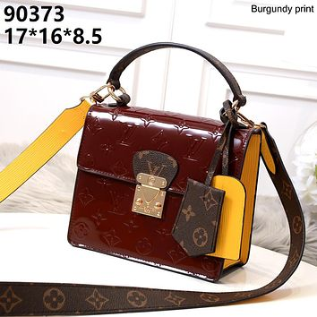LV 2019 new female classic old flower embossed logo handbag shoulder bag Burgundy