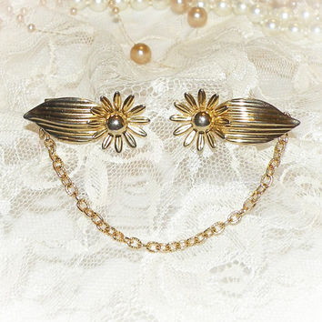 Vintage Sweater Guard Gold Tone Daisy w/Leaf Cardigan Sweater Grips Sweater Guard Necklace