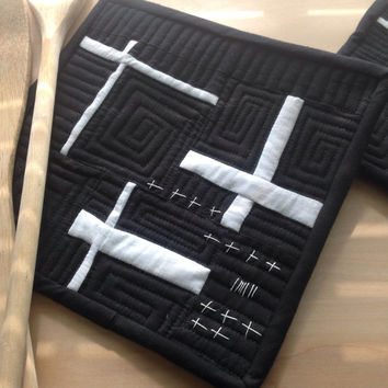 Modern, Potholders,Quilted,Black, White,Hot Pads, Abstract, Potholder,Kitchen linens, trivet, abstract