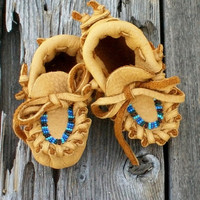 Beaded baby moccasins , Newborn baby moccasins , Baby boy moccasins ,  Leather moccasins , Ready to Ship