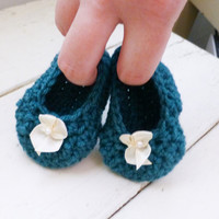 Crochet baby booties, teal booties, white bow, ballet slippers, baby shower, baby gift, ready to ship, handmade, girl's booties, cute shoes