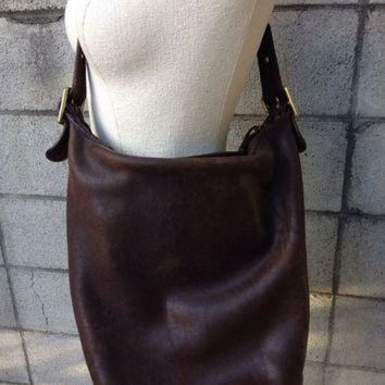 ONETOW Brown Coach Purse Vintage 1980s Distressed Leather Handbag NyC New York City Huge Buck
