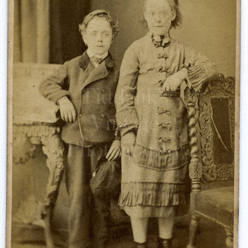 CDV Photo Victorian Children Brother and Sister, Smart Looking Outfits Portrait - Landport Hampshire - Carte de Visite Antique Photograph