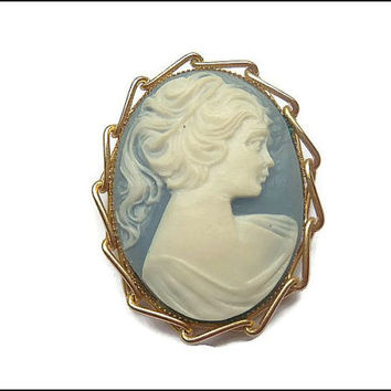 Vintage Wedgwood Blue Cameo Pin Brooch Pendant in Gold Tone Setting