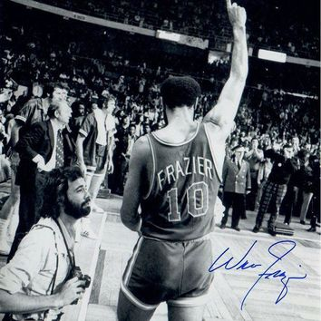 ICIKU7Q Walt Frazier Signed 16x20 Photo Walking Off the Court Pointing Up