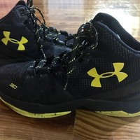 Under Armour Stephen Curry 2 high tops basketball shoes black / yellow size 7