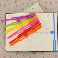 1pcs New Cute Silicone Finger Pointing Bookmark Book Mark Office Supply Funny Gift