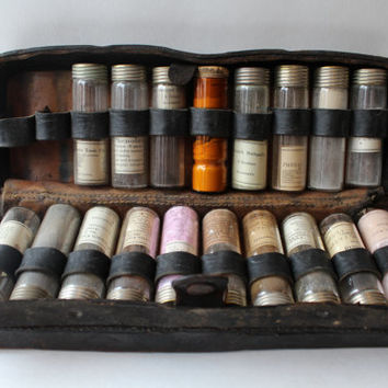 Antique Doctors Apothecary Case with 18 Original Full Bottles / Vials