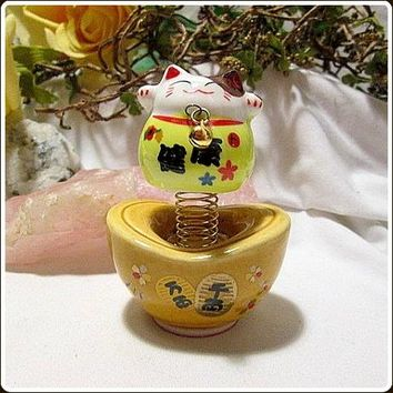 Happy Maneki Neko Luck & Good Fortune Money Cat Bobble Head Totem