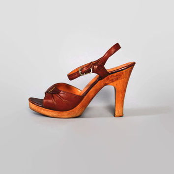 70s PLATFORM SANDALS / Boho Brown LEATHER & Wood Sole Heels, 5.5-6