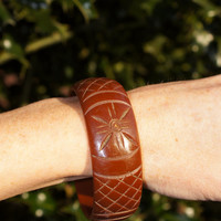 40's Brown Bakelite Carved Bracelet