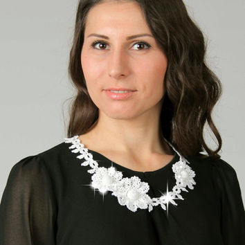 Knitted crochet necklace, White flowers necklace, Crochet jewelry, Gift for her