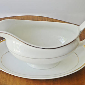 Johnson Bros Gravy Boat With Underplate, Snowhite Pattern, White And Gold China