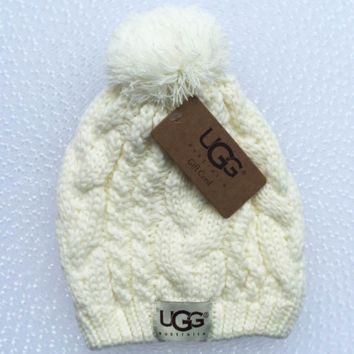 UGG Trending Fashion Casual  Knit And Pom Hat Cap Warm Woolen Hat White