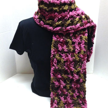 Kay's Crochet Bulky Waffle Scarf in Pink Camo