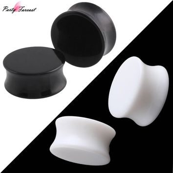 PF 3-30mm Acrylic Ear Plugs and Tunnels Black White Simple Earring Gauges Piercing Curved Saddle Ear Expander Rings Body Jewelry